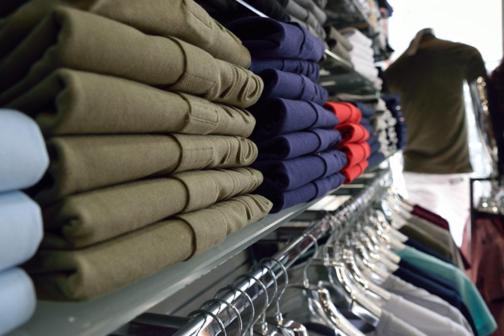Chris-et-Leo-boutique-de-pret-a-porter-Villeparisis-mode-homme-collection-t-shirts-et-polos-Cerruti-1881-vue-de-pres