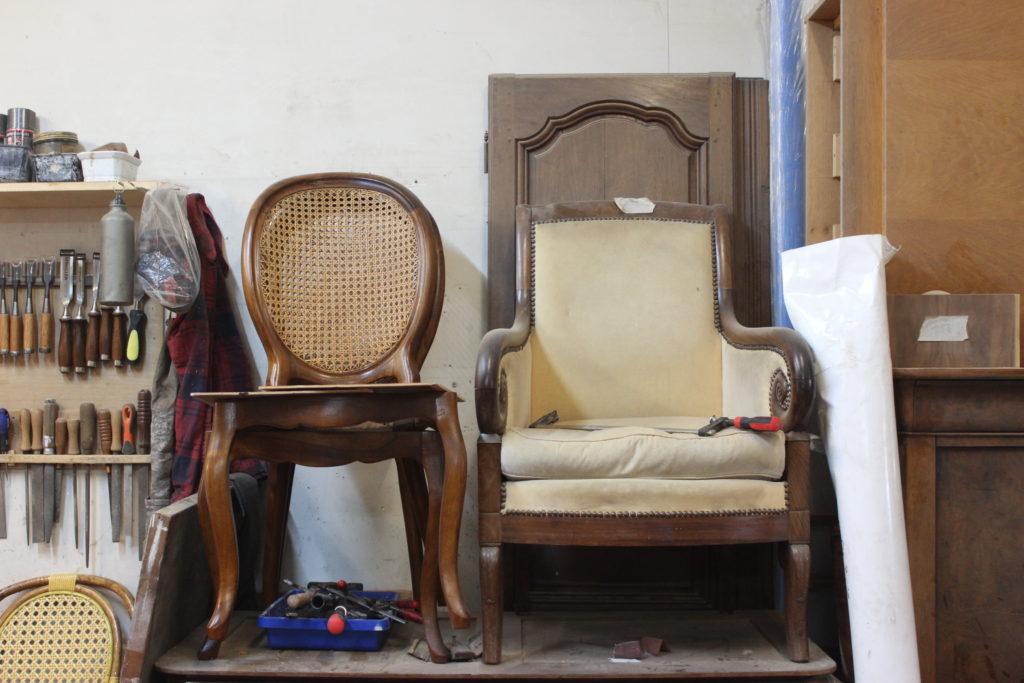 Ebenisterie-Thierry-de-Mullenheim-duo-de-chaises-en-bois-1