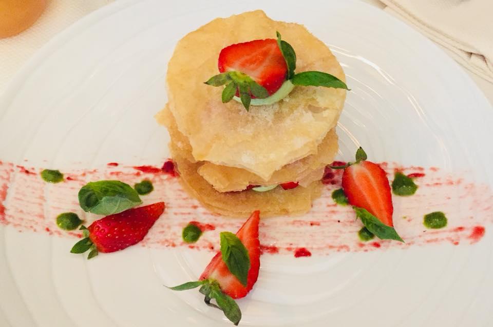 La-Closerie-restaurant-traiteur-Claye-Souilly-fraisier-revisite-par-le-chef-Stanislas