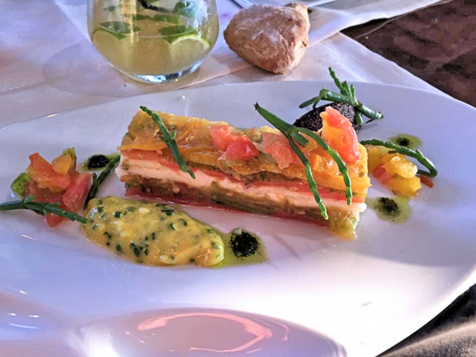 La-Closerie-restaurant-traiteur-Claye-Souilly-plat-recette-mille-feuilles-de-saumon