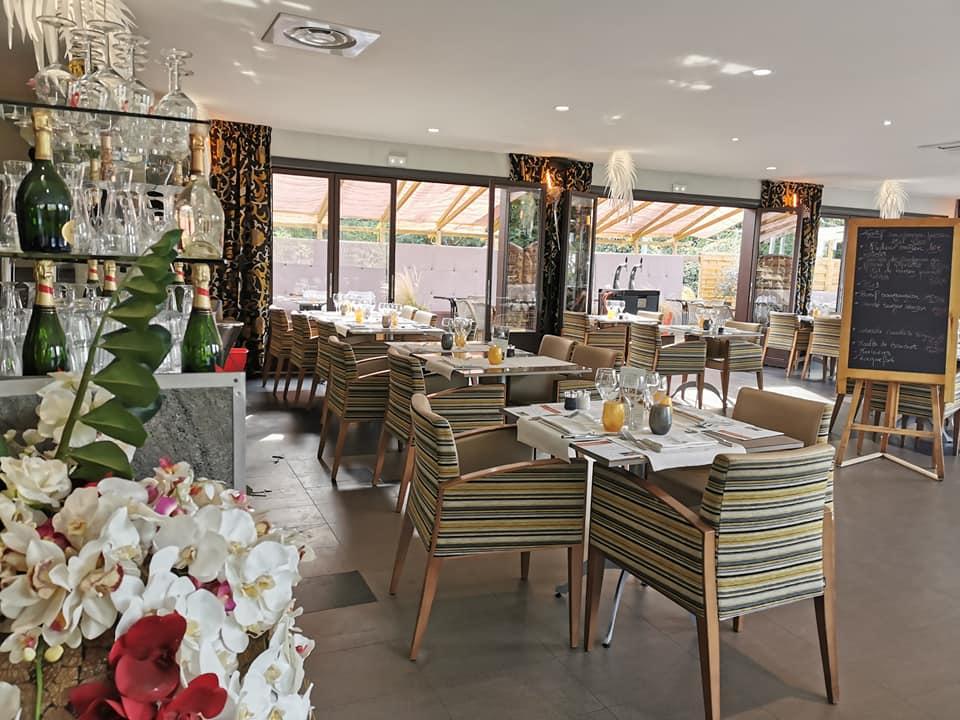 La-Closerie-restaurant-traiteur-Claye-Souilly-salle-de-restaurant-vue-du-bar