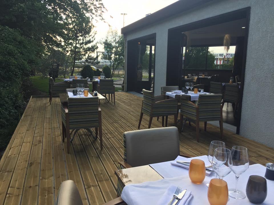 La-Closerie-restaurant-traiteur-Claye-Souilly-terrasse-du-restaurant