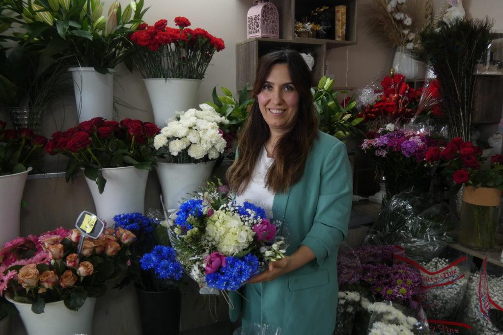 Zeynep-portrait-rapproche-Lilas-Fleurs-Arnouville