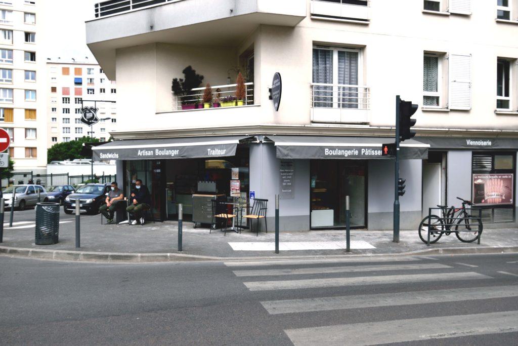 Boulangerie-de-leglise-boulangerie-patisserie-Vanves-devanture-avec-Toufik-et-Lazhar-a-la-terrasse