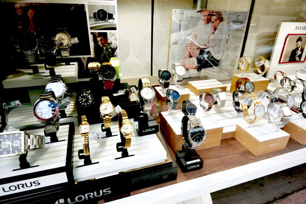 Eclat-du-temps-Bijouterie-Vanves-montres-pour-homme-de-marque-Lorus-en-vitrine