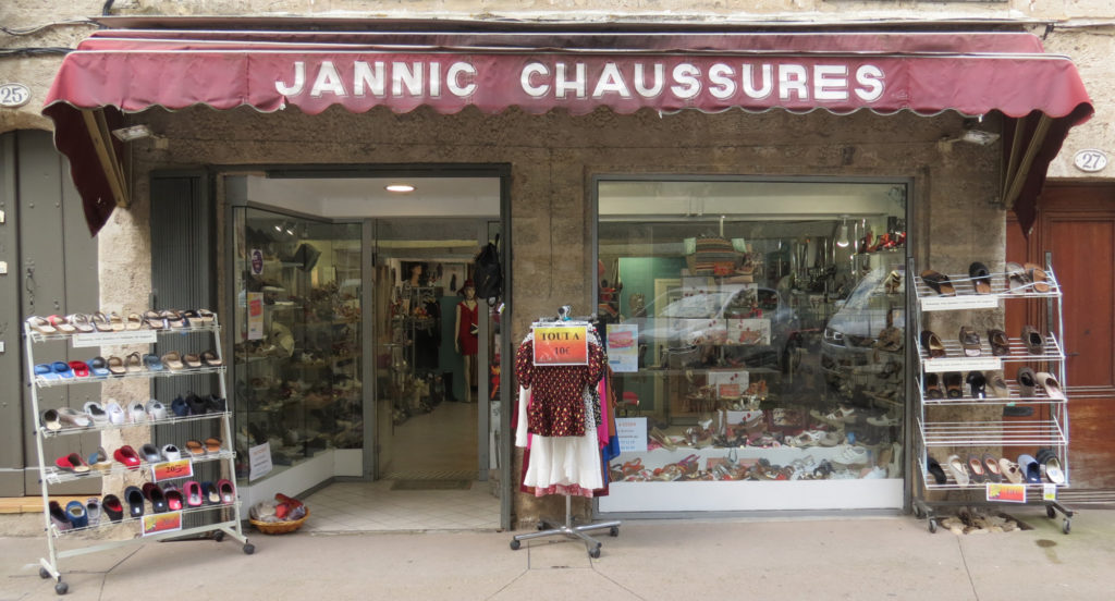 Jannic-Chaussures-Magasin-chaussures-Pezenas-Devanture-1-1