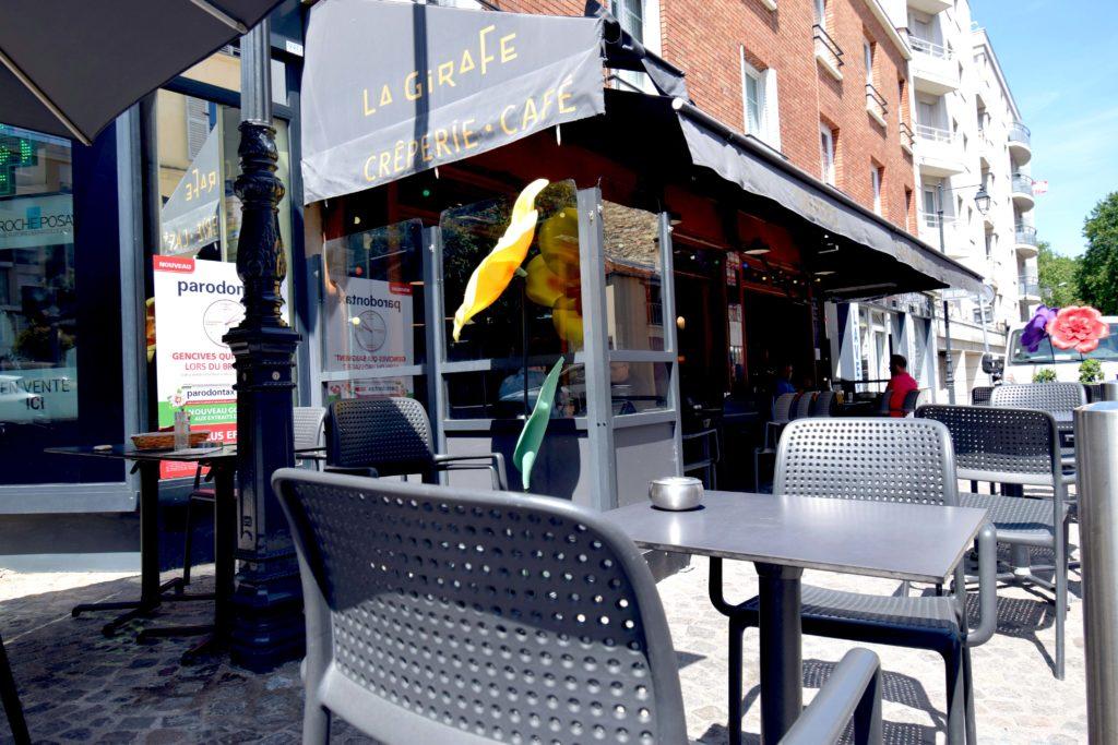 La-Girafe-creperie-restaurant-Vanves-devanture-vue-de-gauche-depuis-la-terrasse