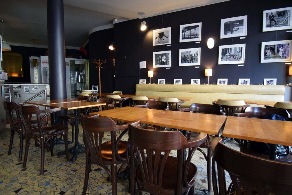 La-Girafe-creperie-restaurant-Vanves-la-salle-du-restaurant-face-au-bar