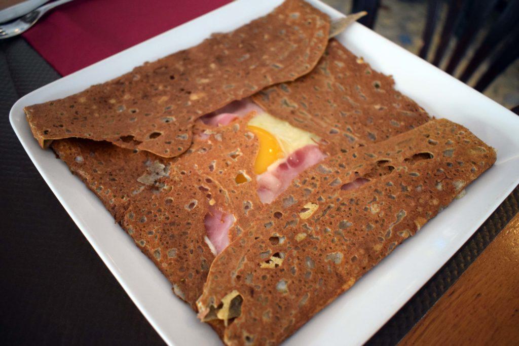 La-Girafe-creperie-restaurant-Vanves-recette-de-crepe-complete-avec-loeuf
