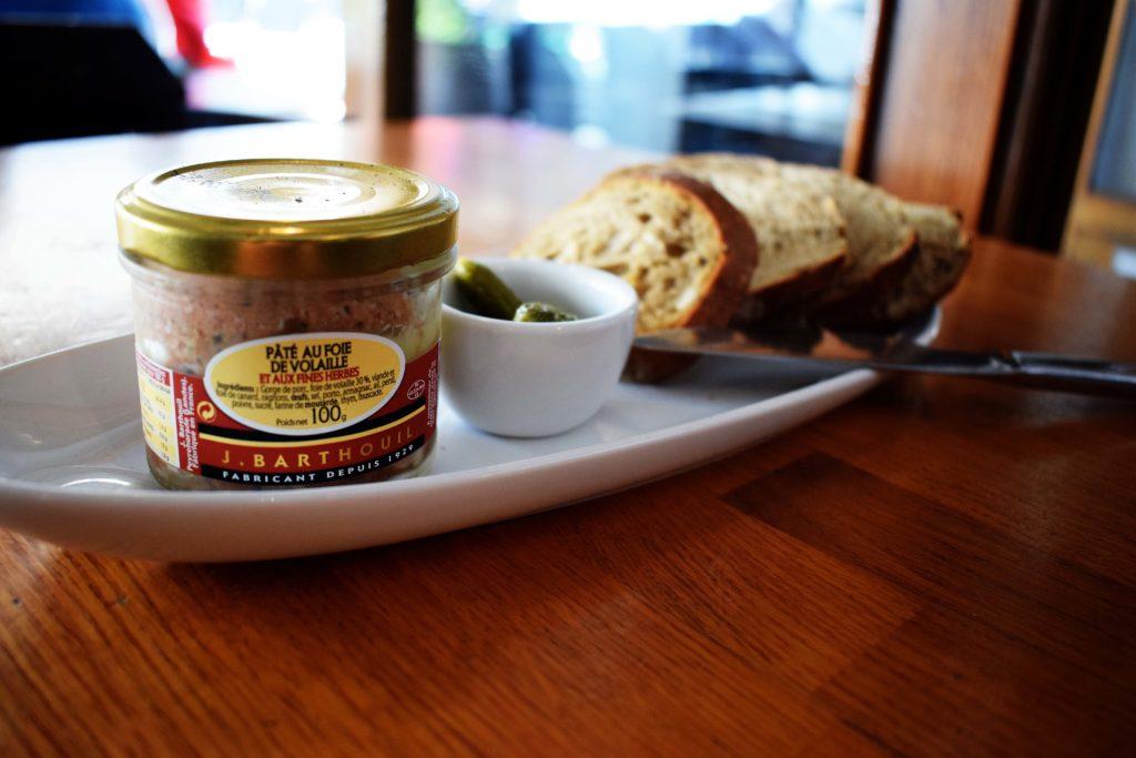 La-Girafe-creperie-restaurant-Vanves-terrine-de-la-maison-Barthouil-servi-durant-laperitif