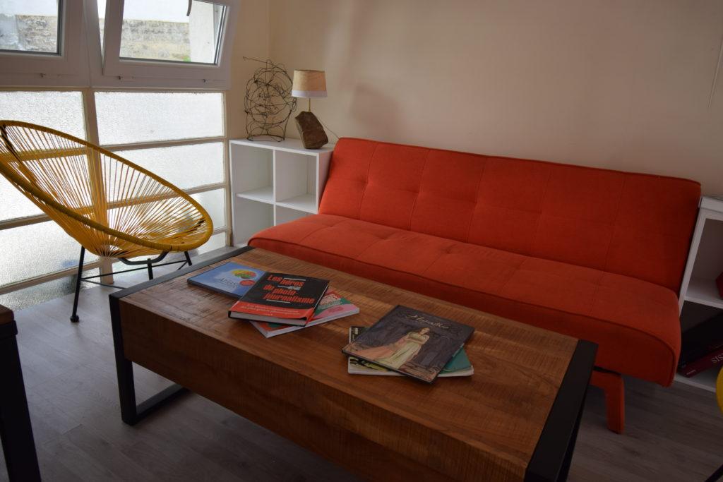 La-Treille-dHypathie-Bar-a-vins-Restaurant-Vanves-espace-lecture-sur-la-mezzanine