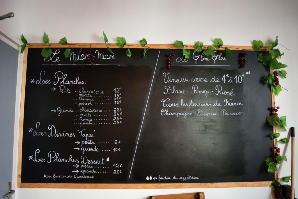 Lantre-Divin-cave-a-vins-restaurant-Vanves-tableau-des-degustation-avec-le-miam-miam-et-le-glou-glou