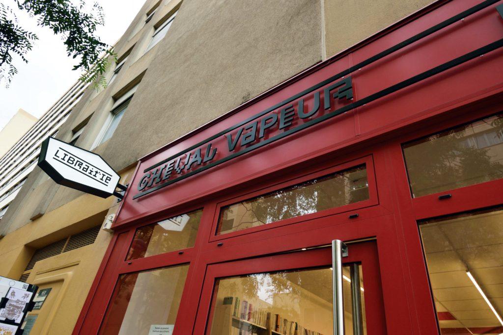 Librairie-Cheval-Vapeur-librairie-Vanves-haut-de-la-devanture-en-detail