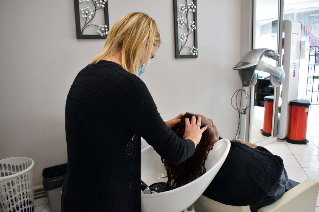Art-Essentiel-salon-de-coiffure-mitry-mory-massage-du-cuir-chevelu-par-Severine
