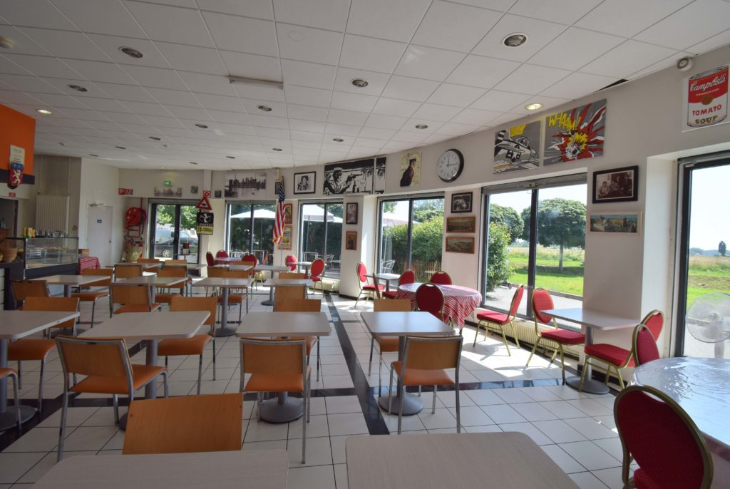 Bistrot-du-Marche-Restaurant-Mitry-Mory-vue-interieure-du-restaurant-depuis-les-banquettes