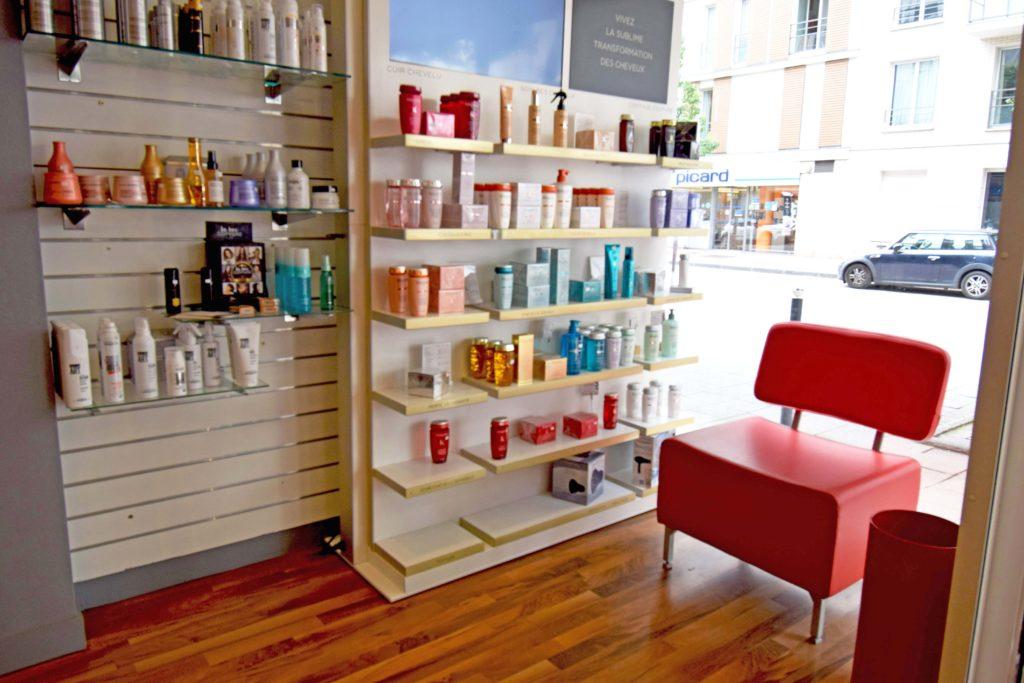 LB-Creations-salon-de-coiffure-Vanves-espace-produits-de-soins-pour-cheveux-Kerastase-et-Revlon