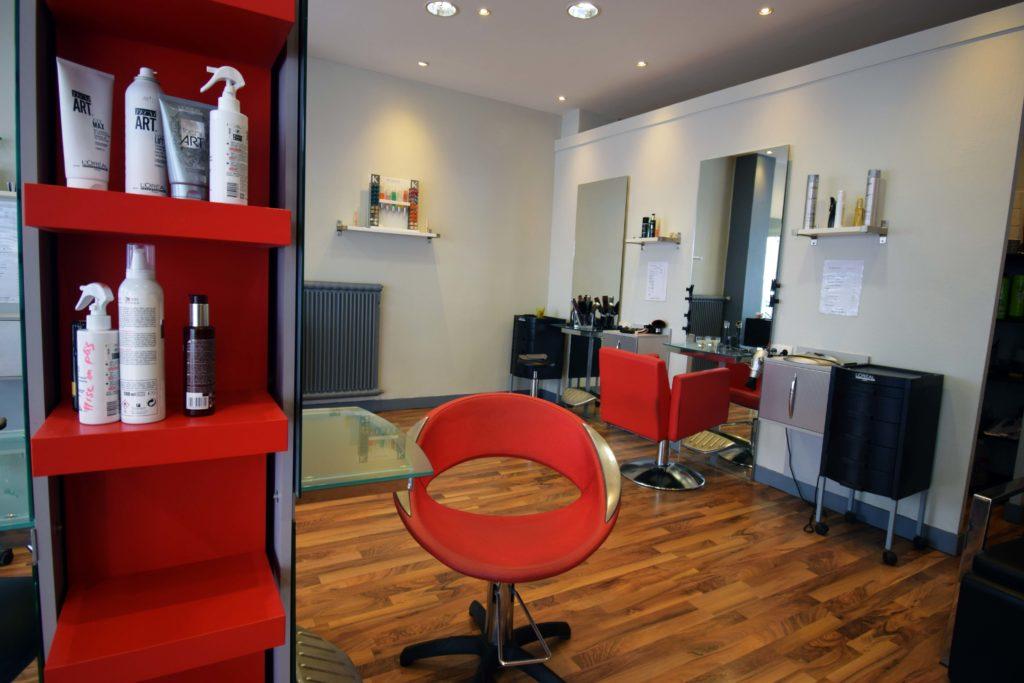 LB-Creations-salon-de-coiffure-Vanves-vue-interieure-salon-depuis-la-vitrine
