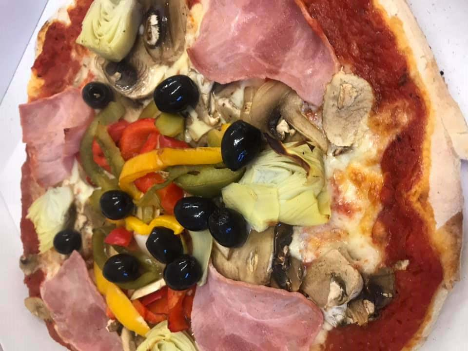 La-Boule-Joyeuse-restaurant-Mitry-Mory-pizza-elaboree-par-Jose