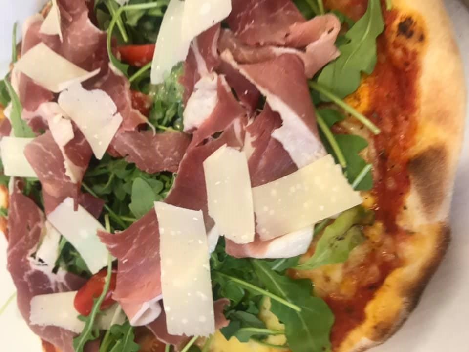 La-Boule-Joyeuse-restaurant-Mitry-Mory-pizza-jambon-de-pays-et-copeaux-de-parmesan