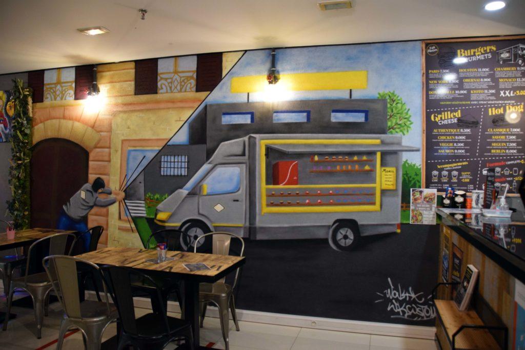 Jetlagfood-restaurant-La-Chapelle-en-Serval-la-deco-du-restaurant-est-dans-un-esprit-street-art